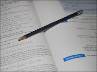 Anak yang kesulitan belajar di rumah dalam mengerjakan PR dan persiapan ujian-ujian lainnya dapat dibantu oleh guru les SD