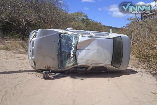 Adolescente morre em acidente de carro na zona rural de Ituaçu