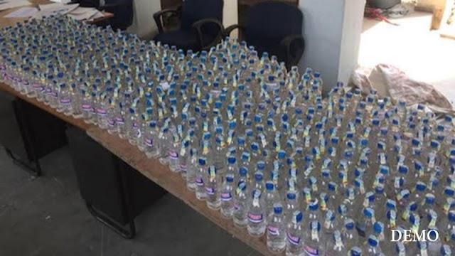 तीन सौ बोतल शराब व बाईक को पुलिस ने किया जब्त