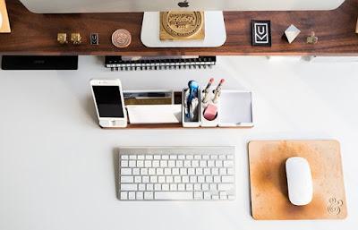 Beberapa Hal Kecil Pada Meja Kerja Yang Dapat Menunjang Pekerjaan lemaripojok