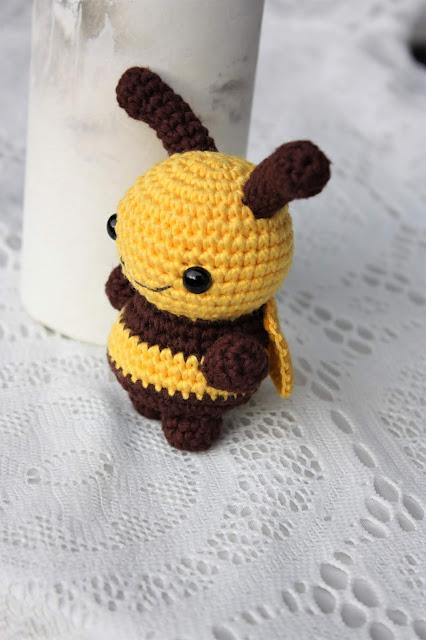 Bumble bee crochet / amigurumi bee - YouTube | 640x426