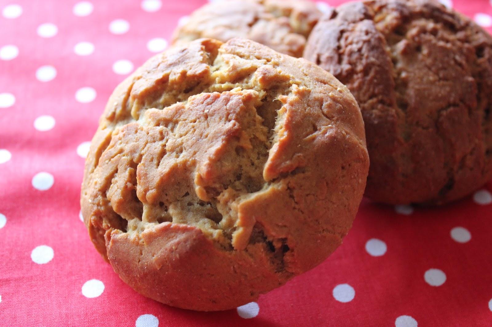 https://cuillereetsaladier.blogspot.com/2013/08/petits-pains-rapides-la-farine-de-pois.html