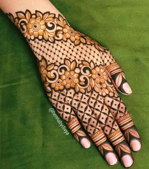 Net-with-flowers-mehndi-design