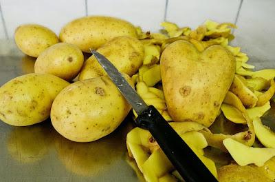 Cara Menghilangkan Bibir Hitam & Kering secara cepat dengan kentang