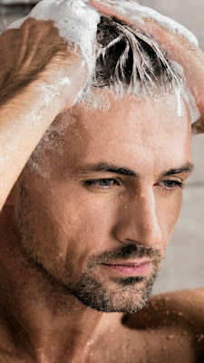 What are the causes of dry hair in men?