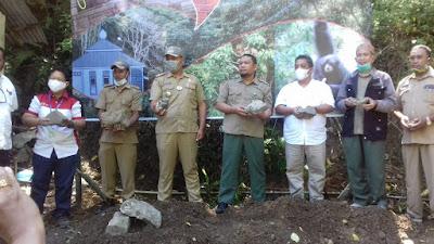 PT TPL Bangun Mushola di Penangkaran Monyet Simalungun