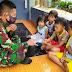 Di Mata Anak-anak, Sosok Baju Loreng Dikenal Baik Hati