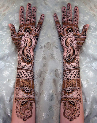 christmas-best-mehndi-designs-on-hands-for-girls-12