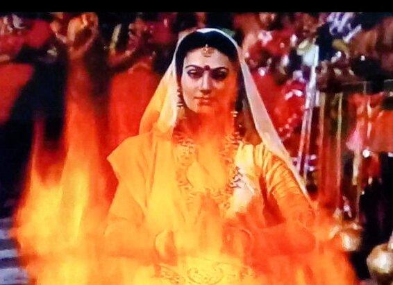 रामायण में सीता माता की अग्नि परीक्षा के पीछे ये थी असली वजह , जानिए पूरी स्टोरी