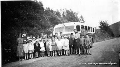Photo ancienne 1935 :  Promenade scolaire au barrage de la Tache.