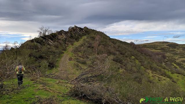 De camino al Pico Renorios por el Cordal de Murias y Santibañez