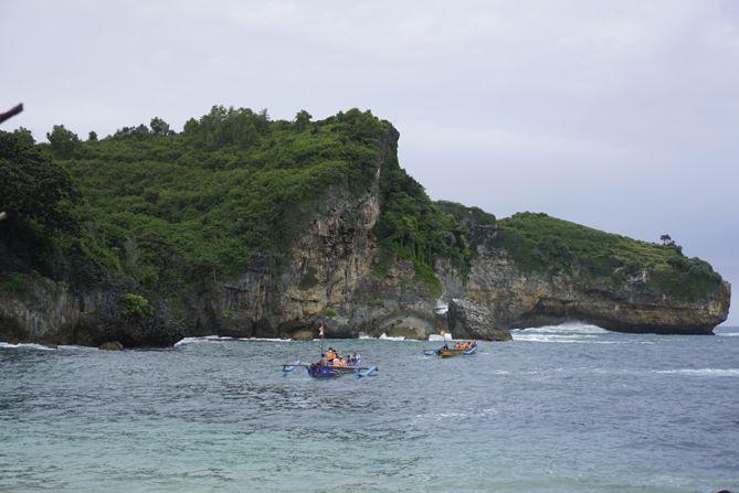 Kapal nelayan untuk keliling wisatawan