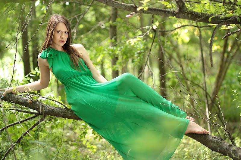 Şıklığınızı Tamamlayacak Yeşil Elbise Modelleri Ve Kombinleri