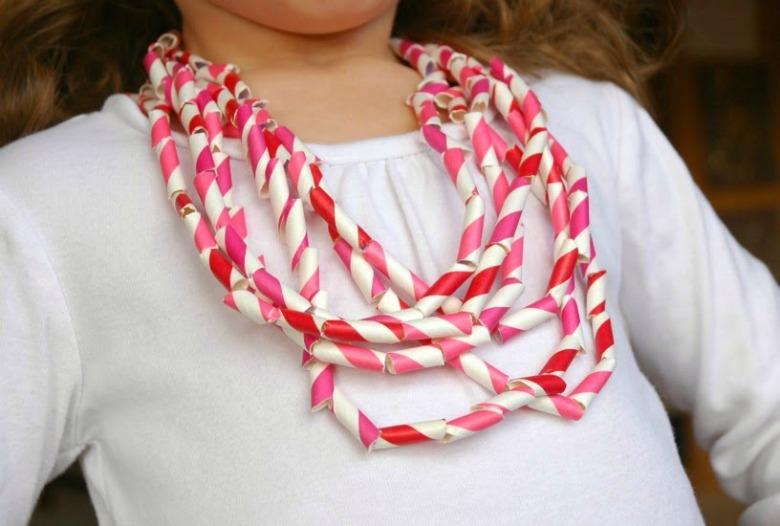 toddler Valentines Day necklace craft