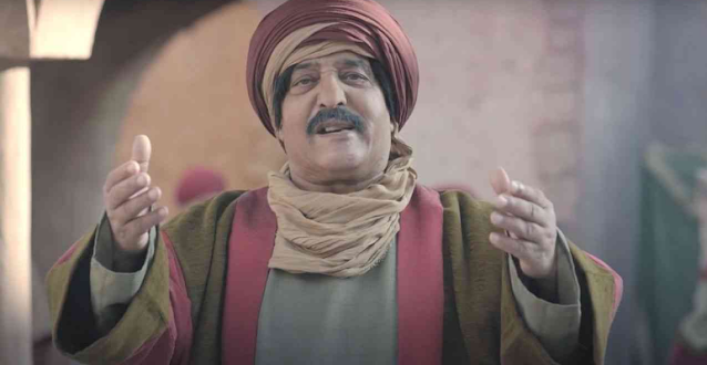بالفيديو : ممثّل جزائري شهير يفارق الحياة بالتزامن مع عرض مشهد ''تسميمه''!