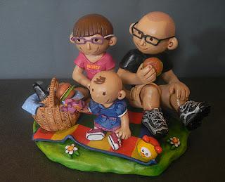 sposi sulla torta cake topper con bambino personalizzati famiglia decorazioni orme magiche