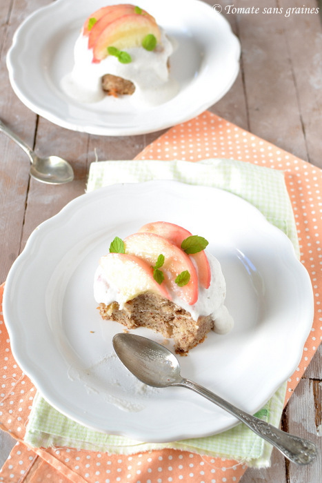 gâteau aux pêches et crème coco sans oeuf, sans lactose, sans gluten
