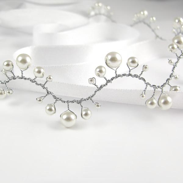 Ślubna ozdoba do włosów z perłami.