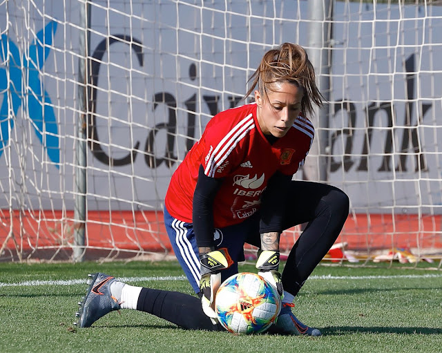 Lola Gallardo