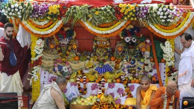 Placing Idols on Ratha Yatra