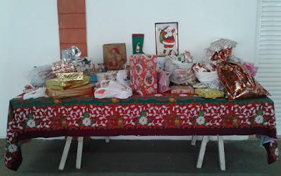 A mesa de presentes arrecadados entre os luteranos de Nova Odessa e região.