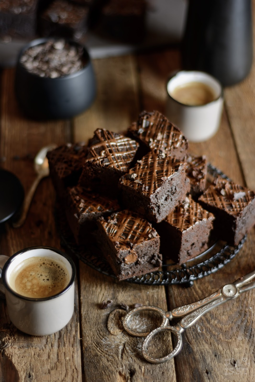 Espresso-Brownies mit dunkler Schokolade und rohen Kakaonibs, Mokko Brownies, Espresso Brownies, Brownie Rezept, Ina Is(s)t