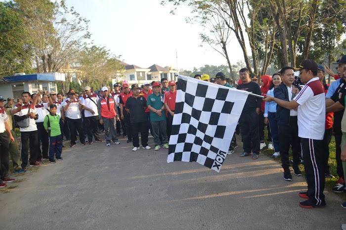 Ribuan Peserta Jalan Sehat  Ikut Serta Memeriahkan Hari Bhayangkara ke-73 Yang Digelar Polres Tulang Bawang.