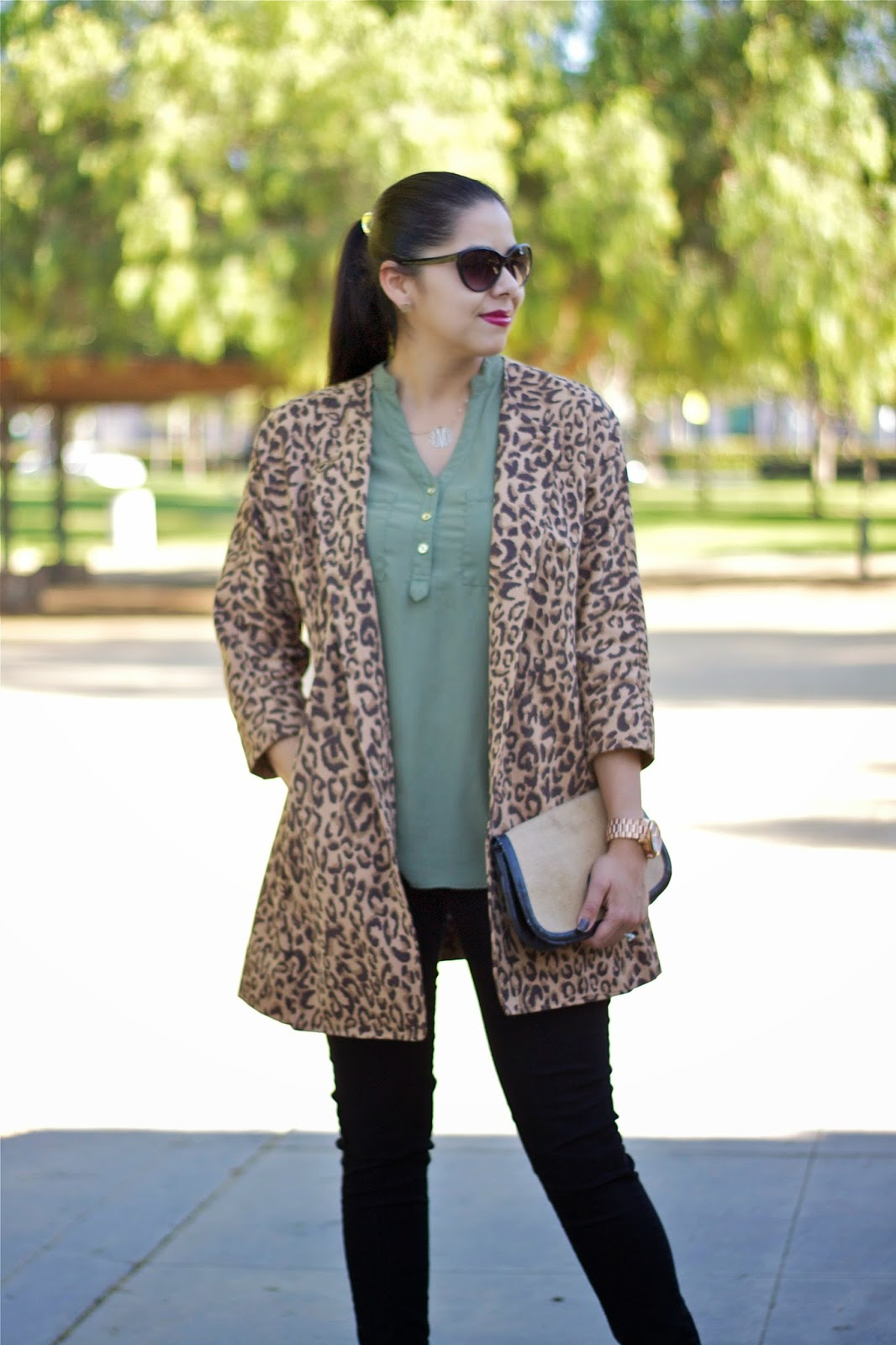 how to wear a long leopard jacket, latina blogger, best of latina bloggers tory burch black clutch, how to wear a tory burch clutch, how to wear a tory burch purse, black ankle strap heels, how to wear black ankle strap shoes, how to wear black ankle strap pointy heels