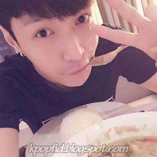 Foto Selca Lay EXO-M Terbaru saat ini