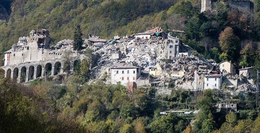 Ruínas de Arquata del Tronto depois do terremoto, foto de 2 novembro 2016
