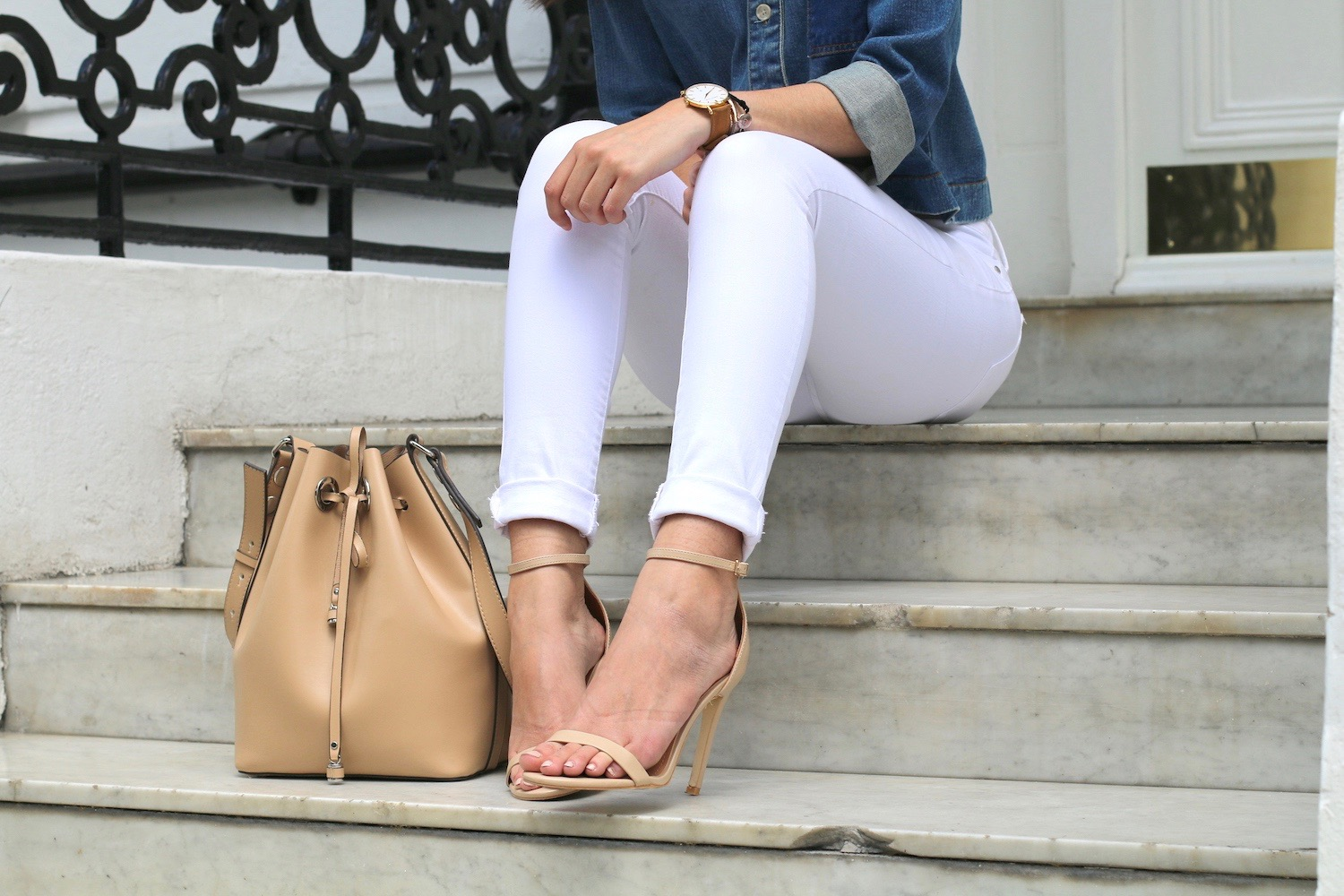white jeans nude heels summer