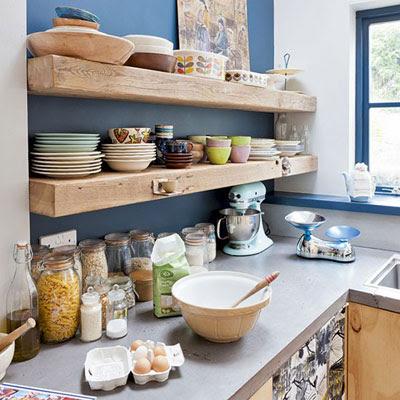 không gian bếp và kệ để đồ
