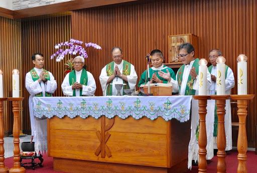 劉總主教主禮閉幕彌撒,黃主教及四位神父共祭(花蓮明愛會提供)
