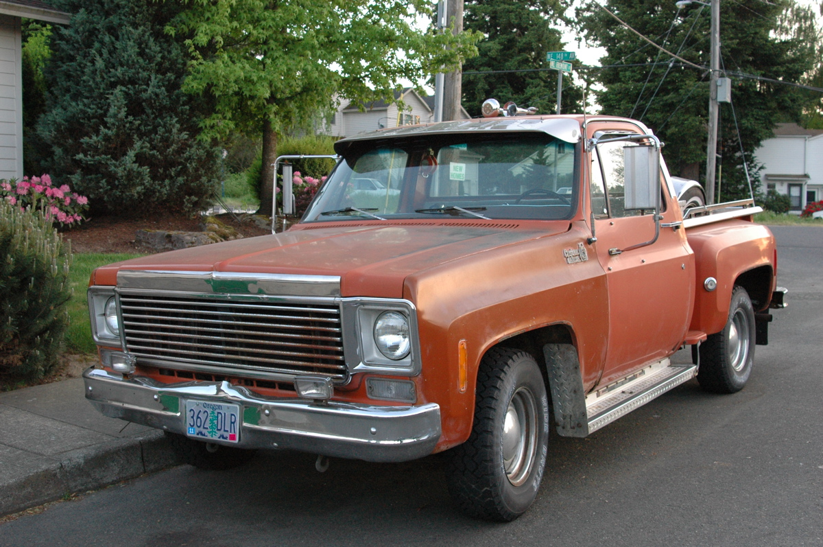 OLD PARKED CARS.  1977 Chevrolet C10 Custom Deluxe Stepside. 68a8a69bfcf