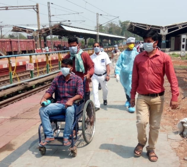 A Suspected Corona Virus Passenger At Kharagpur Railway Station || खड़गपुर रेलवे स्टेशन पर एक कोरोनावायरस संदिग्ध यात्री