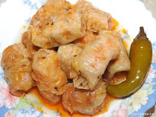 Sarmale cu ardei iute reteta mancare romaneasca traditionala sarmalute de Craciun si Paste,