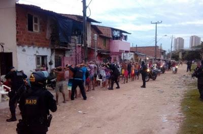 Polícia encerra festa de Carnaval de facção criminosa e detém 67 pessoas
