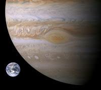 Comparativa tamaño Gran Mancha Roja de Júpiter con la Tierra
