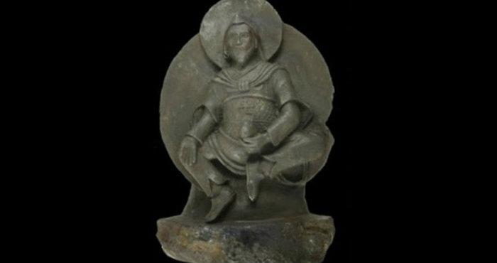Patung Buddha Terbuat Dari Bahan Besi Luar Angkasa