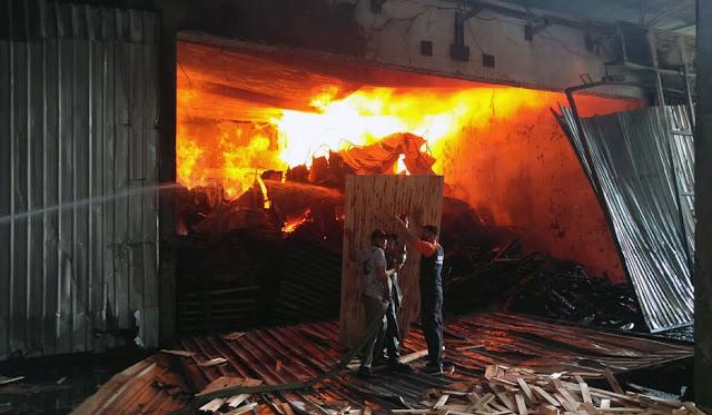 Kebakaran pabrik kayu PT. PSI