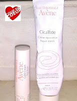 Produits Avène : Mes deux produits Miracles Cicalfate :  Je ne connaissais pas , on me l'a conseillé suite à un épisode d'impétigo catastrophique .... Et j'avoue sa marche , ma tache brune au visage blanchit au fil des mois, les foutus boutons qui gratte , s'apaise dès que je l'applique , il y a un antiseptique dedans apparemment qui prévient l'apparition des prochains boutons ( magique je vous dis ! ) et l'eau d'avène apaise les irritements Le +  s'utilise pour les enfants même en bas âge du à sa haute tolérance comme pour les bobos   sa répare les cicatrices et les nettoies, eh oui j'ai tenté sur mon deuzan ! > casse cou  La Cold Cream avène pour les lèvres :  Produit que j'utilise casi toute l'année , été comme hiver , ayant les lèvres qui se dessèche très vite , voir qui peuvent même saigner ....ce baume m'a sauvé