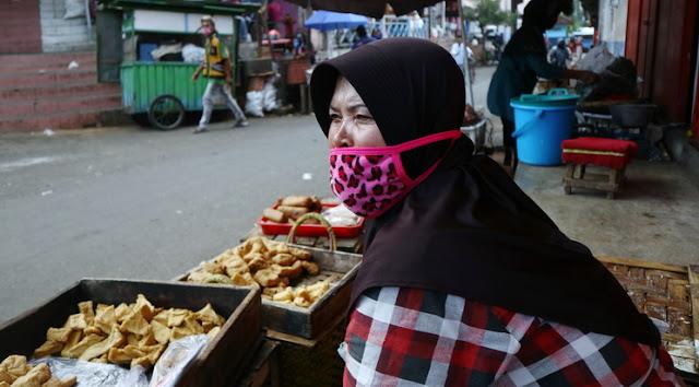 Pedagang Pasar: Selama Ini Kita Diatur, Tapi Mereka Joget-joget Tak Pakai Masker, Sakit Hati Beta!