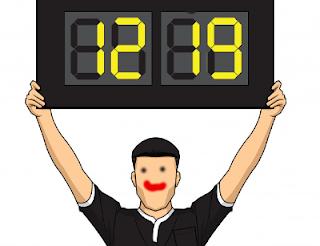 cuarto arbitro mostrando panel cambio jugadores