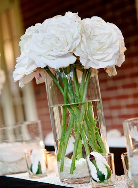 Just because wedding centerpieces from Sam's Club are affordable doesn't mean you won't find a lot of great choices. Sam's Club offers a great variety of six piece centerpieces, in a variety of colors to match your wedding color scheme, colors like red and white, green and white, all pink, all white.