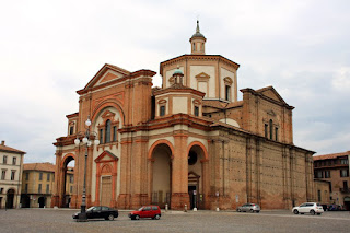 Voghera's imposing 17th century duomo was inspired by Bramante's design of Pavia cathedral