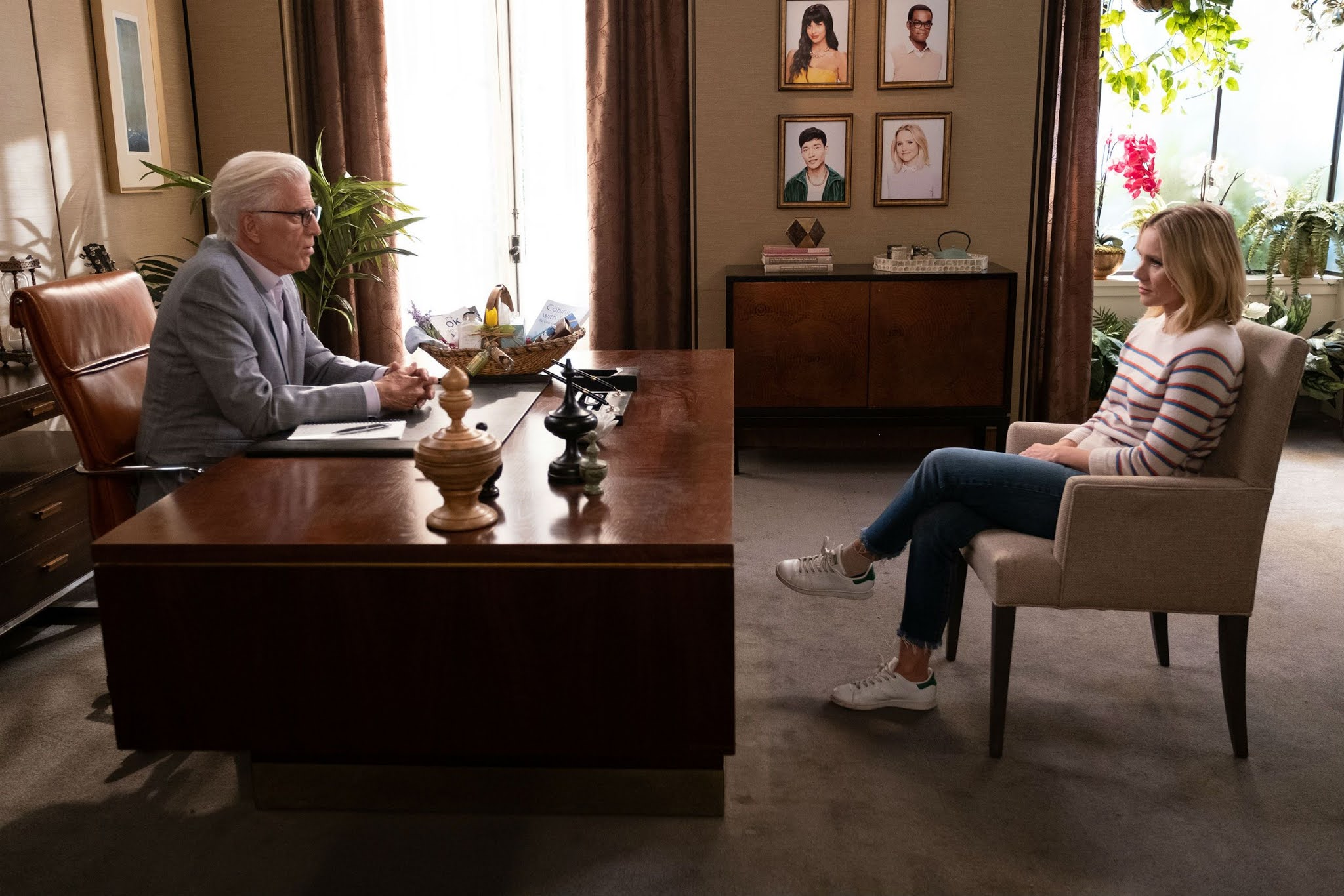 Escena del episodio final de 'The good place'
