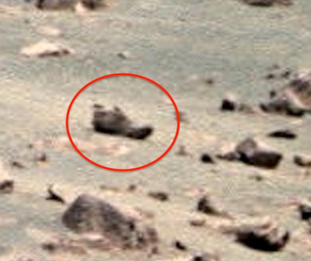 Essa é uma imagem da Mars-Opportunity-Rover, que nos mostra uma rocha que parece exatamente como um sapato da Terra.