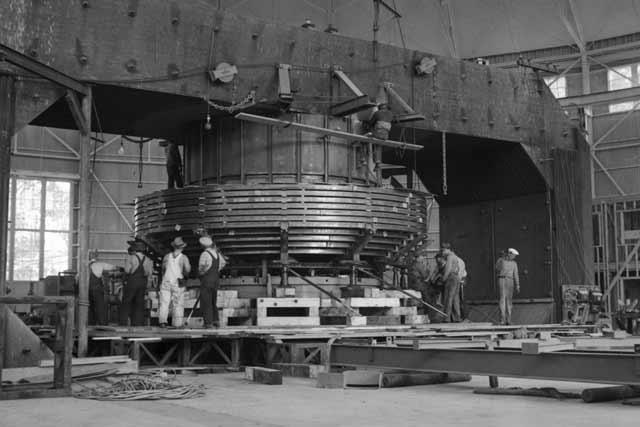 Cyclotron under construction at the Berkeley Lab 15 April 1942 worldwartwo.filminspector.com