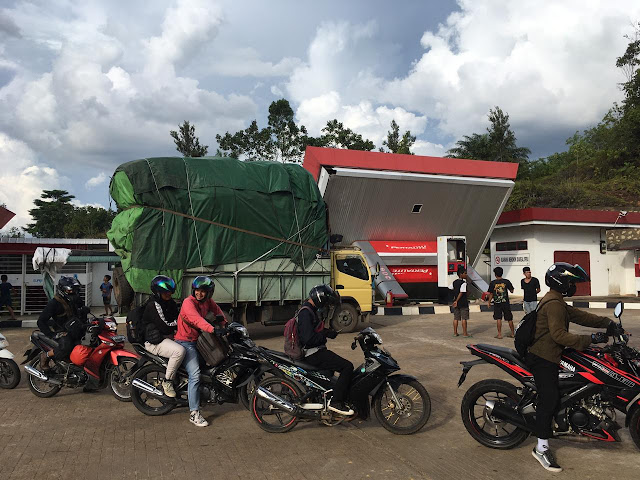 SPBU Simpang Ampar Ambruk Ditabrak Truk Bermuatan