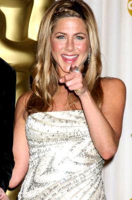 Foto de Jennifer Aniston señalando con el dedo